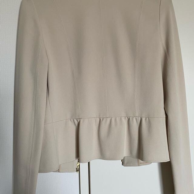 ANAYI(アナイ)のアナイ ペプラムノーカラージャケット グレーベージュ 春物 レディースのジャケット/アウター(ノーカラージャケット)の商品写真