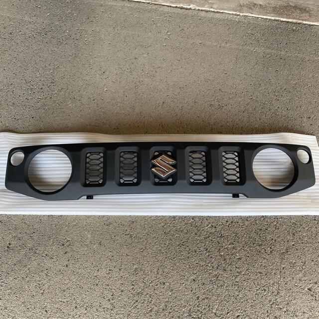 スズキ(スズキ)の新型ジムニー JB64 純正フロントグリル 自動車/バイクの自動車(車種別パーツ)の商品写真