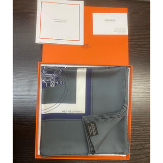 Hermes - 【新古品】HERMESスカーフ カレ90 エクスリブリス 馬車 シルク グレー