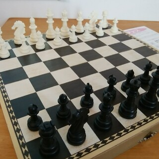 HANAYAMA チェス 駒×32・木製ゲーム盤・説明書(オセロ/チェス)