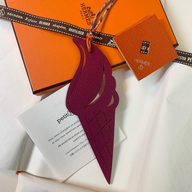 Hermes(エルメス)の✨レア✨エルメス プティアッシュ アイス チャーム バッグチャーム 未使用品 レディースのアクセサリー(チャーム)の商品写真