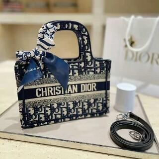 CHANEL - 本物の写真【人気爆発★】christian diorミニのハンドバッグ