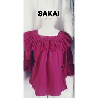 大変美品 SAKAI  強烈フーシャピンク系ブラウス レース飾り(シャツ/ブラウス(半袖/袖なし))