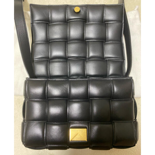 Bottega Veneta(ボッテガヴェネタ)のBOTTEGA VENETA  パデッドカセット 黒 レディースのバッグ(ショルダーバッグ)の商品写真