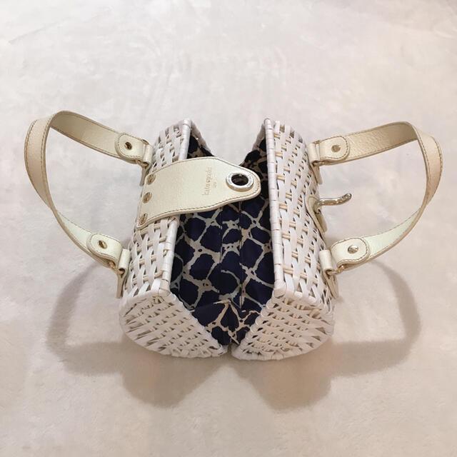 kate spade new york(ケイトスペードニューヨーク)の新品未使用 ケイトスペード ホワイト かごバッグ レディースのバッグ(かごバッグ/ストローバッグ)の商品写真