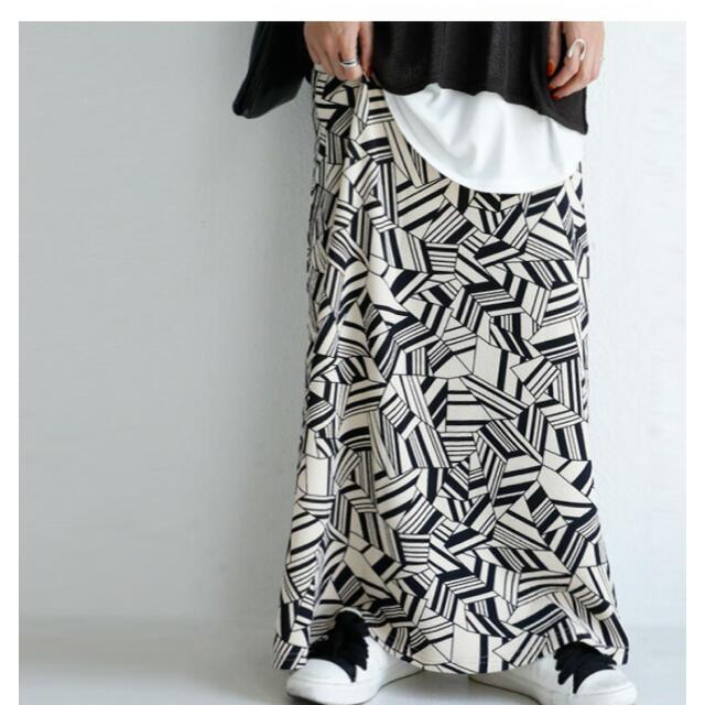 antiqua(アンティカ)のantiqua  ロングスカート 幾何学柄 アート レディースのスカート(ロングスカート)の商品写真