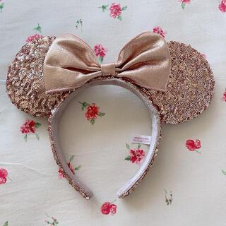 ディズニー(Disney)の美品 ディズニーランド カチューシャ スパンコール ピンクゴールド ミニーマウス(キャラクターグッズ)