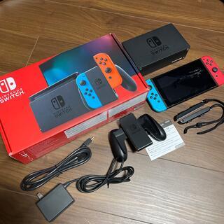 ニンテンドースイッチ(Nintendo Switch)の中古 Nintendo Switch 本体 ネオンブルー・レッド(家庭用ゲーム機本体)