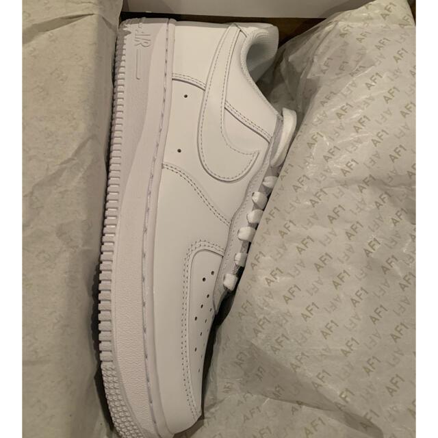 新品未使用 正規品 26cm ナイキ エアフォース1 07 白 箱付き メンズの靴/シューズ(スニーカー)の商品写真