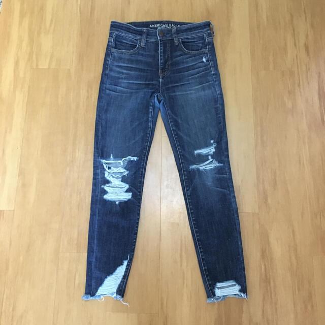 American Eagle(アメリカンイーグル)のダメージデニム スキニー ストレッチ デニム ジーンズ パンツ 濃青 大きめ レディースのパンツ(デニム/ジーンズ)の商品写真