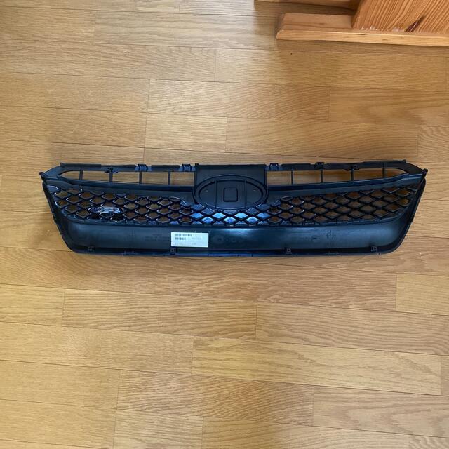 スバル(スバル)のぶっちー様  スバルWRX STI S4フロントグリル中古品 自動車/バイクの自動車(車種別パーツ)の商品写真