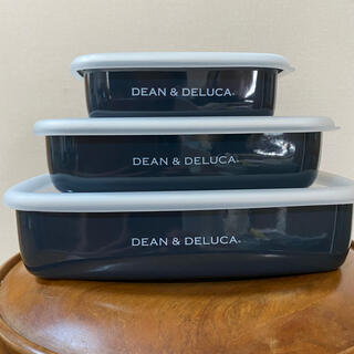 ディーンアンドデルーカ(DEAN & DELUCA)の新品未使用 DEAN&DELUCA  ホーローコンテナ3サイズセット♪(容器)