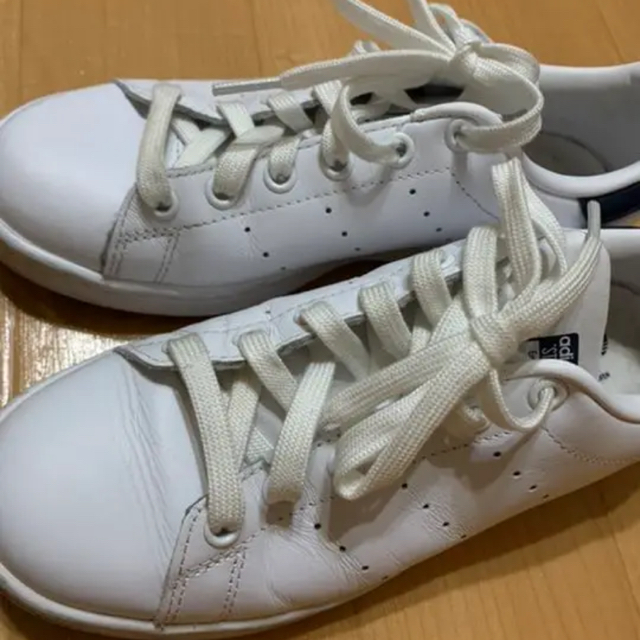 adidas(アディダス)の(最終値下げ)アディダス スタンスミス ネイビー 22.5 レディースの靴/シューズ(スニーカー)の商品写真