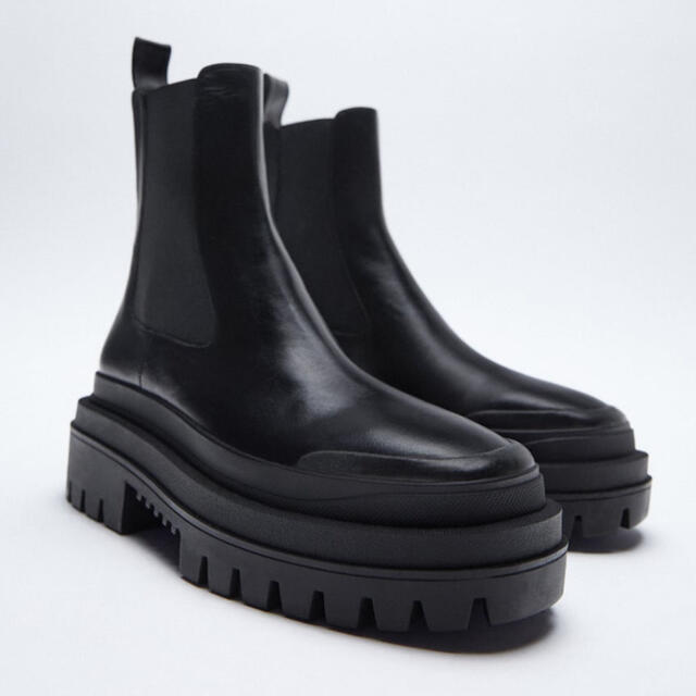 ZARA(ザラ)の【ZARA】レザーアンクルブーツ 40 レディースの靴/シューズ(ブーツ)の商品写真