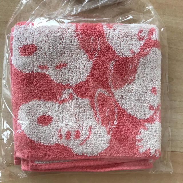 SNOOPY(スヌーピー)の新品未使用 ハンカチタオル レディースのファッション小物(ハンカチ)の商品写真