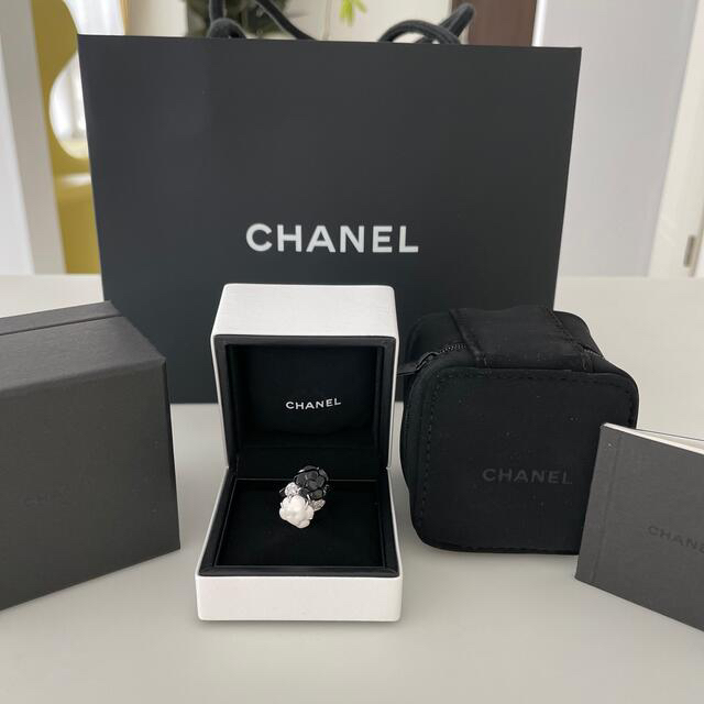 CHANEL(シャネル)の美品 お磨き済 シャネル ダイヤ付きカメリア リング レディースのアクセサリー(リング(指輪))の商品写真