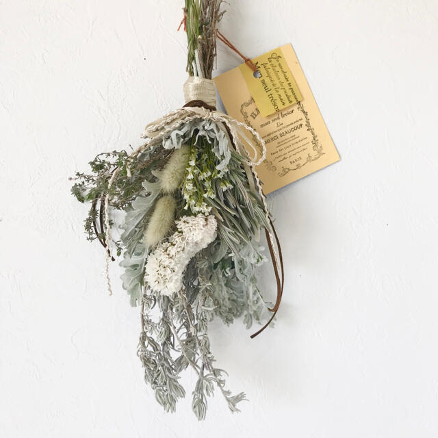 香り立つ無農 スターチス ハーブ ホワイトラベンダーリーフスワッグ ハンドメイドのフラワー/ガーデン(ドライフラワー)の商品写真