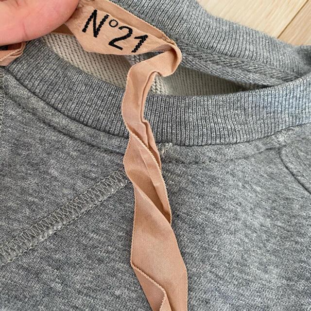 N°21(ヌメロヴェントゥーノ)のグラフィックロゴTシャツ レディースのトップス(トレーナー/スウェット)の商品写真