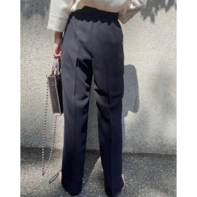 Ameri VINTAGE(アメリヴィンテージ)のZOZO限定品 Ameri 2TUCKS STRAIGHT PANTS レディースのパンツ(カジュアルパンツ)の商品写真