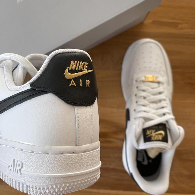 NIKE(ナイキ)の22.5㎝ NIKE エアフォース1 '07 エッセンシャル ESS レディースの靴/シューズ(スニーカー)の商品写真