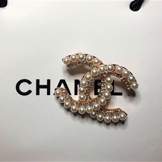 CHANEL - CHANEL パール ビジュー ブローチ ゴールド 新品