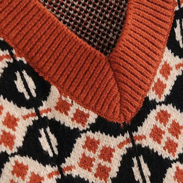 ZARA(ザラ)のVネック レトロ ニットベスト レディースのトップス(ニット/セーター)の商品写真