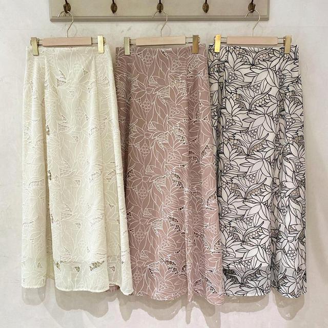 MERCURYDUO(マーキュリーデュオ)の MERCURYDUO カットワーク刺繍ナロースカート レディースのスカート(ロングスカート)の商品写真