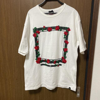 エルヴィア(ELVIA)のELVIRA ローズフレーム Tシャツ(Tシャツ/カットソー(半袖/袖なし))