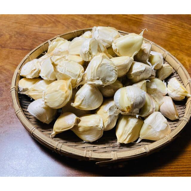 青森県産 福地ホワイト6片中粒〜大粒 生ニンニク1kg にんにく 食品/飲料/酒の食品(野菜)の商品写真