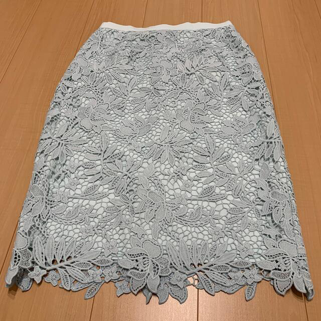 JUSGLITTY(ジャスグリッティー)のジャスグリッティー ケミカルレースフラワータイトスカート レディースのスカート(ひざ丈スカート)の商品写真