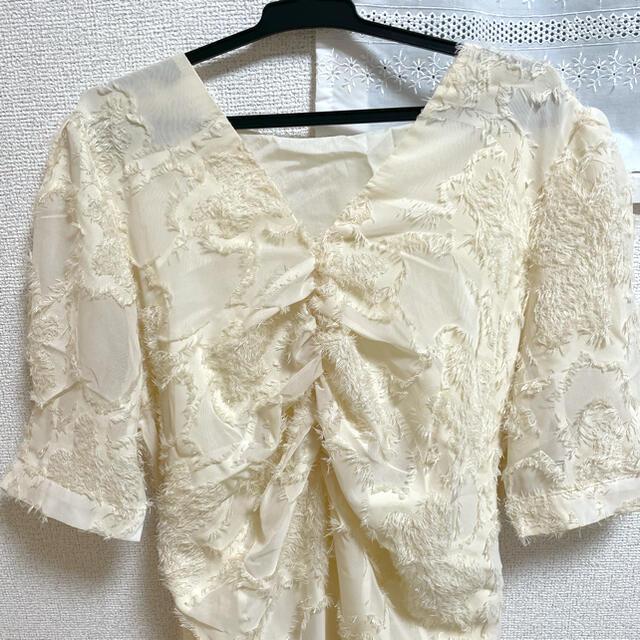 dholic(ディーホリック)のDHOLIC(ディーホリック)バックリボンフリンジテクスチャーワンピース 春服 レディースのワンピース(ロングワンピース/マキシワンピース)の商品写真