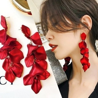 ZARA - ꫛꫀꪝ◆インポートピアス◆限定入荷◆赤い花びらロングピアス/フラワーペタルピアス