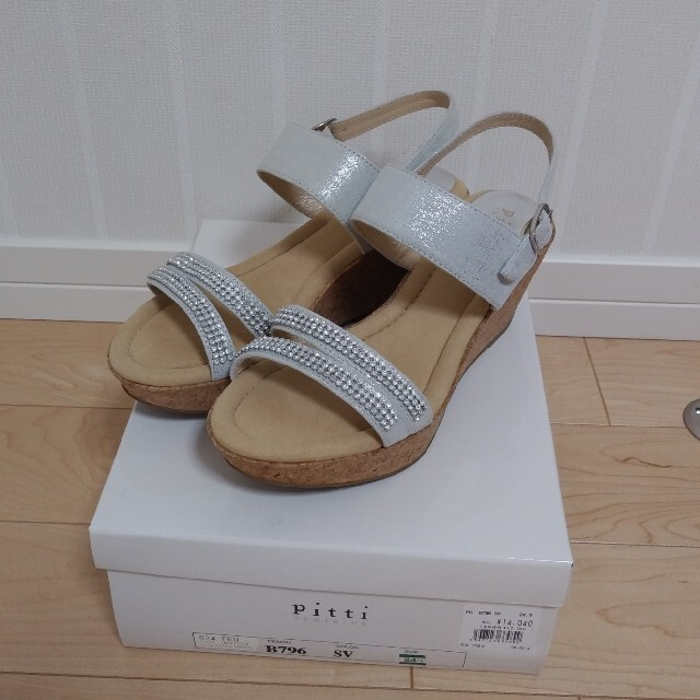 Pitti(ピッティ)のPitti 24.5センチ シルバー サンダル 未使用 レディースの靴/シューズ(サンダル)の商品写真