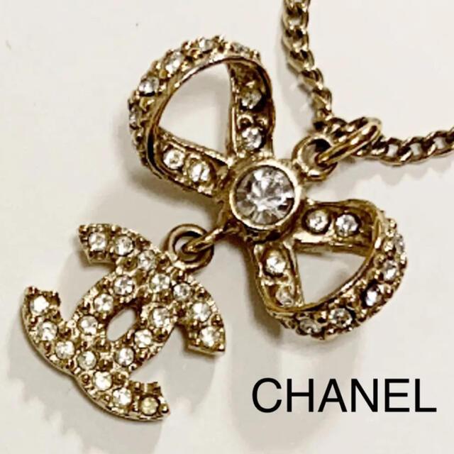 CHANEL(シャネル)のakane様専用 シャネル ココマーク リボン ラインストーン ネックレス レディースのアクセサリー(ネックレス)の商品写真