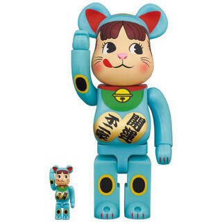 BE@RBRICK 招き猫 ペコちゃん 青蓄光100%&400% 新品未開封品(キャラクターグッズ)