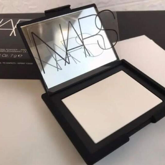 NARS(ナーズ)のライト リフレクティング セッティングパウダー プレスト コスメ/美容のベースメイク/化粧品(フェイスパウダー)の商品写真