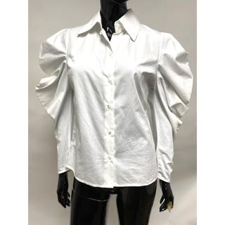 LE CIEL BLEU - 新品タグ付き フリルデザインブラウス パワーショルダーブラウス 白シャツ