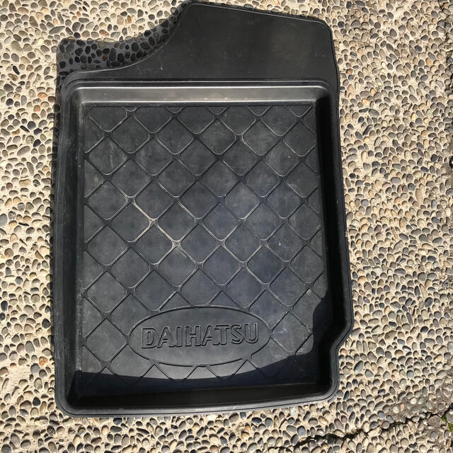ダイハツ(ダイハツ)のダイハツ純正フロアマット ネイキッドに使用 自動車/バイクの自動車(車内アクセサリ)の商品写真