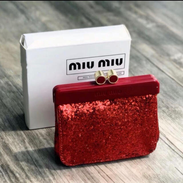 miumiu(ミュウミュウ)のミュウミュウ    ノベルティ 小物入れポーチ レッド レディースのファッション小物(ポーチ)の商品写真