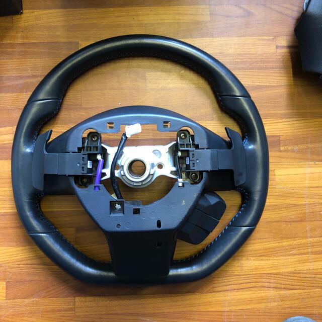 スバル(スバル)のSUBARU レヴォーグ ステアリング 自動車/バイクの自動車(車種別パーツ)の商品写真
