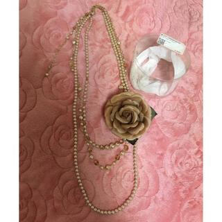 L'EST ROSE - レストローズ ♡新品♡ ローズモチーフ付き パール調ネックレス