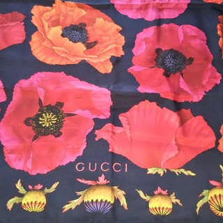 Gucci - グッチスカーフ 大判