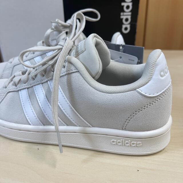 adidas(アディダス)の新品 アディダス Grandcourt sue w 23.5cm レディースの靴/シューズ(スニーカー)の商品写真