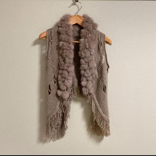 【特価】OPTIWORLD ファー付きフリンジ ジレ ベスト ニット ラビット レディースのジャケット/アウター(毛皮/ファーコート)の商品写真