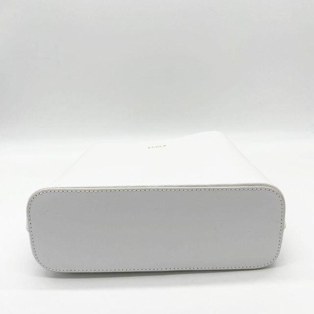 Furla(フルラ)の【超美品】フルラ 2WAYハンドバッグ プラチェーン レザー ホワイト Q17 レディースのバッグ(ハンドバッグ)の商品写真