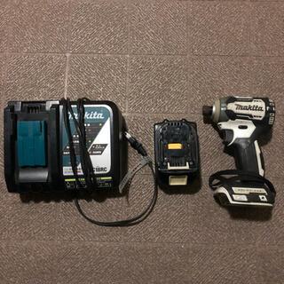 Makita - マキタ インパクト 18v ライト 充電器 バッテリー つき