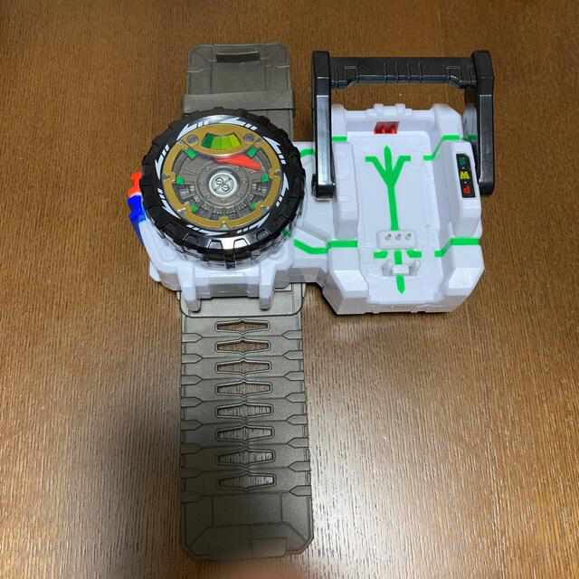 Takara Tomy(タカラトミー)の【DEMiYA様専用】アースグランナー ブレス、トミカ一台 エンタメ/ホビーのおもちゃ/ぬいぐるみ(キャラクターグッズ)の商品写真