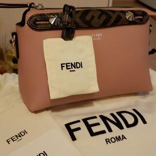 FENDI - 超美品 FENDI ピンクレザー ボストンバッグ スモール