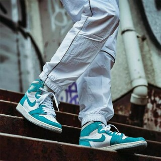 "NIKE - AIR JORDAN 1 ""TURBO GREEN"""