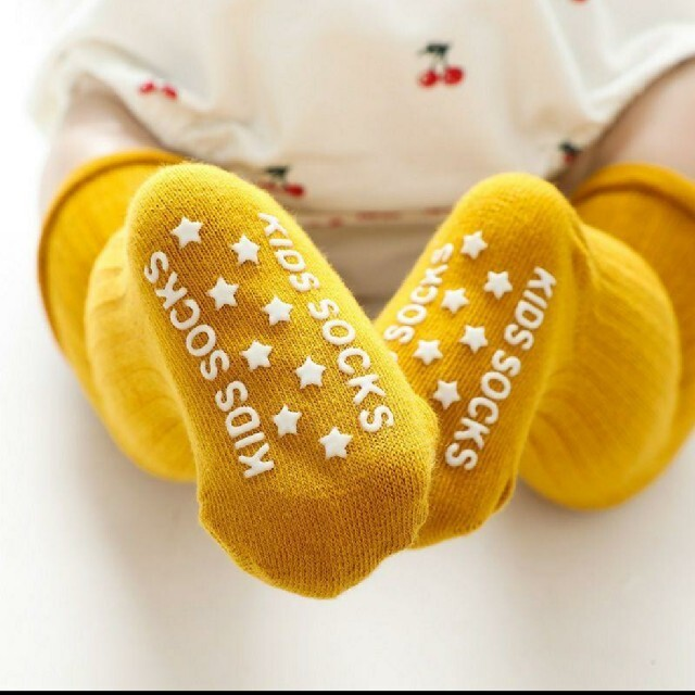 滑り止め付きシンプル一色の可愛いベビーソックス 子供ハイソックス キッズ/ベビー/マタニティのこども用ファッション小物(靴下/タイツ)の商品写真